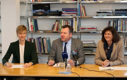 Press conference Feb 3, 2016. From left: Susanne Klatten, Josef Schmid, Ilse Aigner; Foto: Michael Nagy / LHM