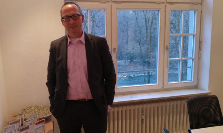 Falk Müller-Veerse helps finding an investor